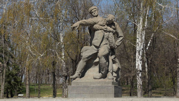 Nhân Ngày Chiến thắng 9-5: CẢM XÚC VIẾT TỪ ĐỒI MAMAEV
