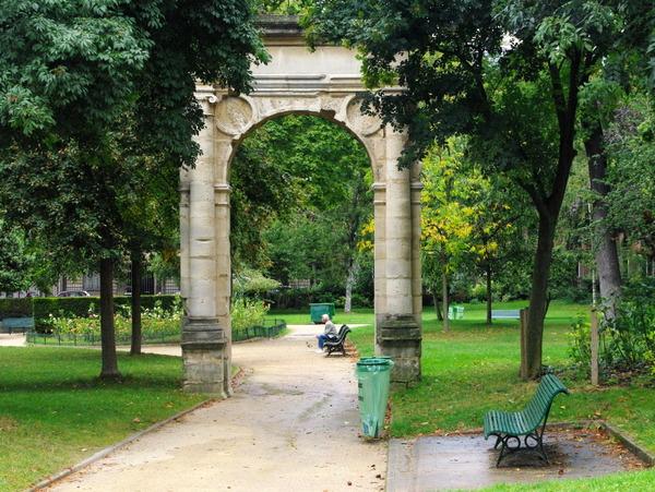 VẺ ĐẸP THANH LỊCH- CÔNG VIÊN MONCEAU PARIS